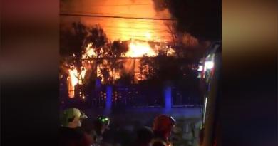 Un detenido y dos casas destruidas es el saldo de incendio en Porvenir Bajo Playa Ancha Valparaíso