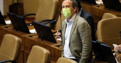 Diputado Alessandri (UDI) lanza campaña vintage para su reelección